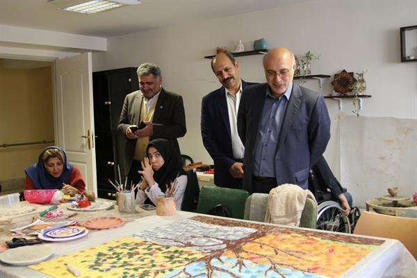 تجلیل از هنرمندان برتر صنایع دستی موسسه نیکوکاری رعد